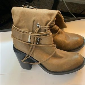 Vince Camuto Skylas Tan/Brown leather Boots Sz. 10